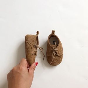 Babygap tan faux suede oxford shoes EUC 3-6m (2)